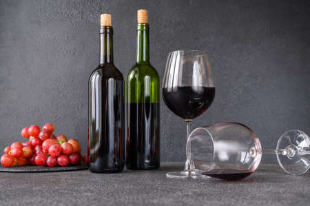 Glasses of red wine with bunch of grapes