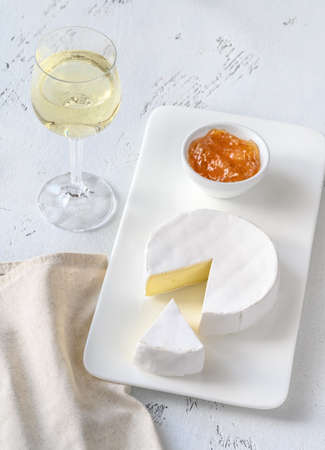 Camembert with glass of white wine 版權商用圖片
