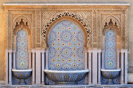 モロッコ。ラバトのモザイク タイルで噴水の装飾