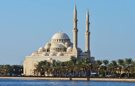 al: Al Noor mosque in Sharjah from Khalid lake side. Stock Photo