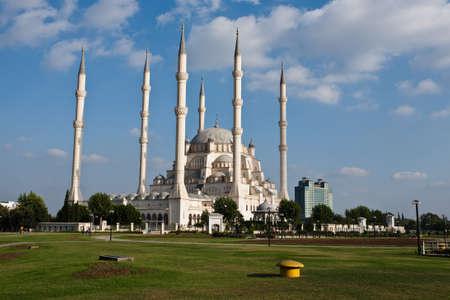 Exteriér Sabanci centrální mešita v Adana, Turecko. Reklamní fotografie