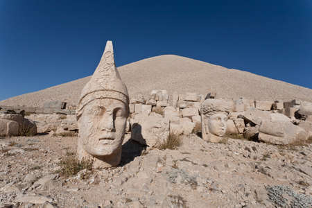 greco: Toppled heads of the gods at the top of Nemrut dagi in Turkey