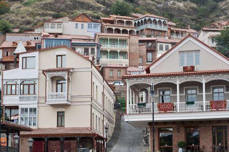 Tradiční dřevěné řezbářské balkony Starém Městě v Tbilisi, Gruzínské republiky Reklamní fotografie