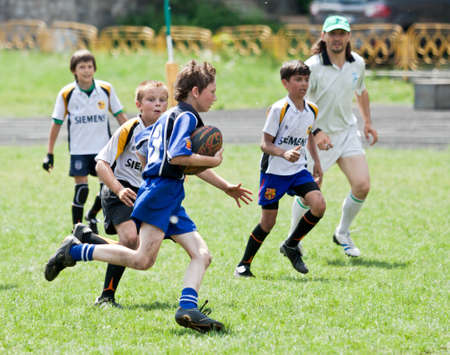 X RUGBY KIDS TOURNAMENT, UKRAINE, KIEV – MAY 19 : Mixed kid teams of mixed rugby players from all over the Ukraine in action at a X Kids Tournament on May 19, 2013 in Kiev, Ukraine. Reklamní fotografie - 19962967