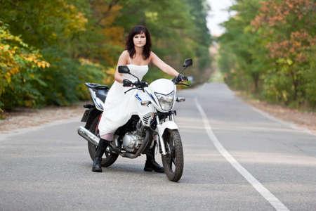 Свадебное платье на мотоцикле