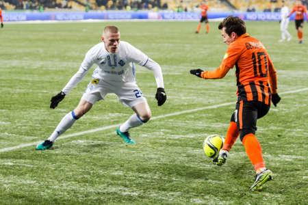 olimpiyskiy: Kiev, Ukraine - December 12, 2016: Mykyta Burda of Dynamo Kyiv fighting for the ball with Bernard of Shakhtar during Ukrainian Premier League match at NSC Olimpiyskiy stadium. Editorial