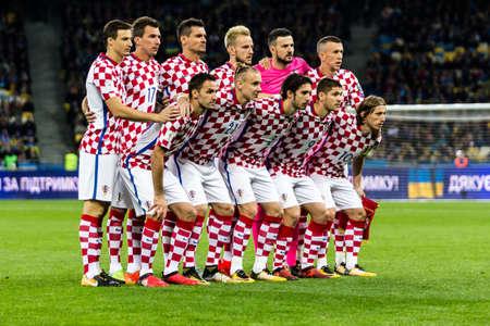 Kyiv, Ucrania - 9 de octubre de 2017: Equipo nacional de Croacia que presenta para la foto de grupo antes del juego. Ronda de clasificación para la Copa Mundial de la FIFA 2018 Ucrania - Croacia.