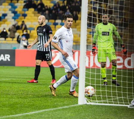 Kyjev, Ukrajina - 7. prosince 2017: Junior Moraes z Dynamo Kyiv zaznamenává gól během zápasu UEFA Europa League proti Partizanu na olympijském stadionu NSC v Kyjevě na Ukrajině.