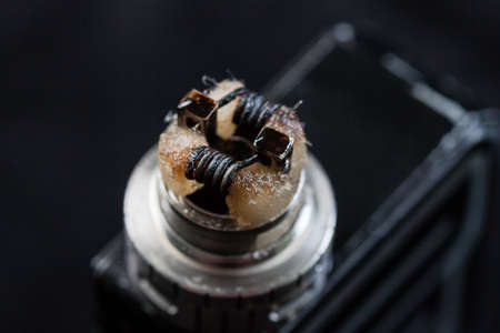 Rebuildable dripping atomizer for vaping or e-cigarette with coil and cotton