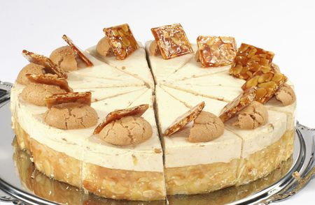 Nut cake with cream stuffing and peanuts in caramels photo