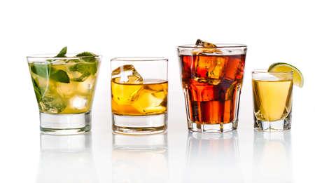 Variété de cocktails sur fond blanc Banque d'images - 13127635