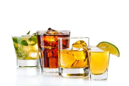 Variété de cocktails sur fond blanc Banque d'images - 13127639