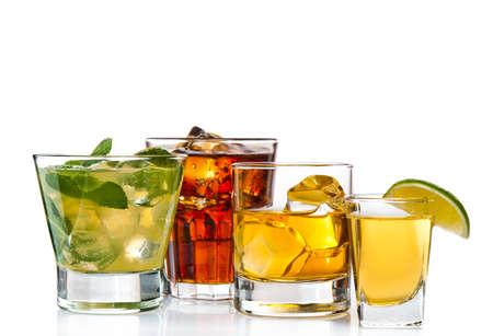 Variété de cocktails sur fond blanc Banque d'images - 13127649