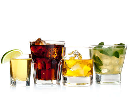 Variété de cocktails sur fond blanc Banque d'images - 13941830