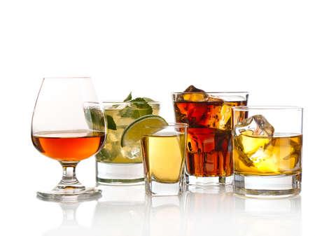 Auswahl an Cocktails auf weißem Hintergrund Standard-Bild - 13941831