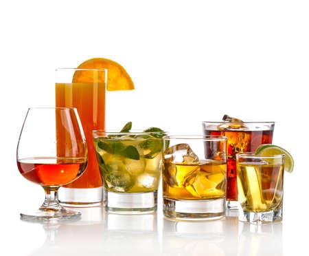 Variété des cocktails sur fond blanc Banque d'images - 13941949
