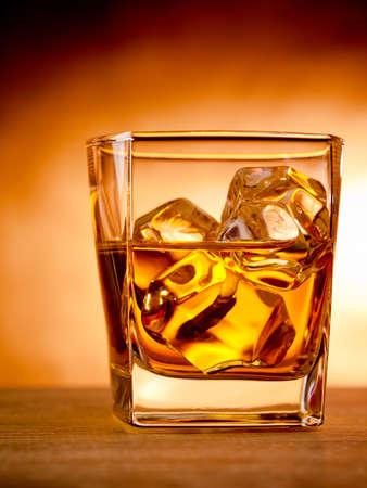 Glass of whiskey on the rocks Standard-Bild