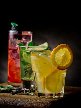 ice lemon tea: Refreshing citrus cocktails on black