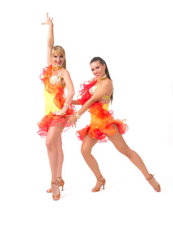 bailarines de salsa: Dos bailarines de salsa mujeres en vestidos de colores sobre fondo blanco Foto de archivo