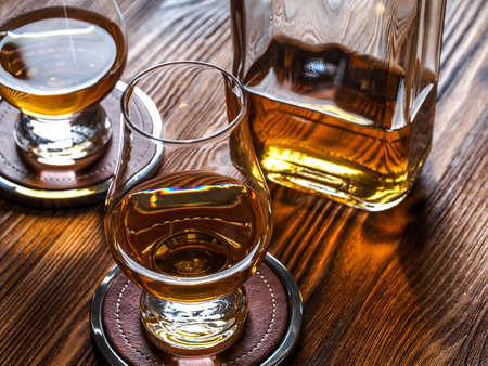 Two dams of whisky in glencairn glasses 免版税图像