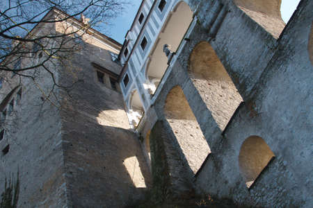 Photographed from the bottom part of the bridge of the castle in Cesky Krumlov a bright sunny day 新聞圖片