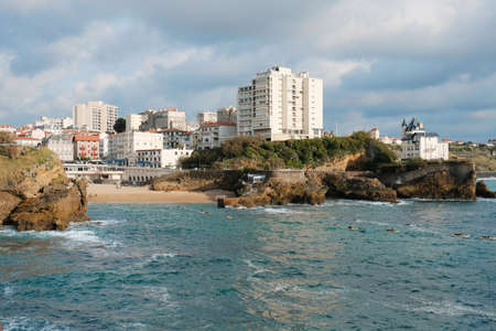 Summer quay of the Atlantic Ocean of the French city of Biarritz with beaches and blue sky 版權商用圖片