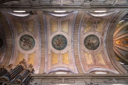 Interior of Braga Cathedral (Se de Braga, end of 15th century), most important monuments in city 新聞圖片