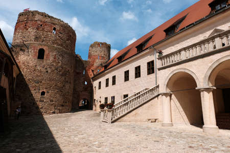 Summer view of the interiors and exteriors of the Bauskai castle with ruins and a renovated part in Latvia on a sunny summer day 新聞圖片