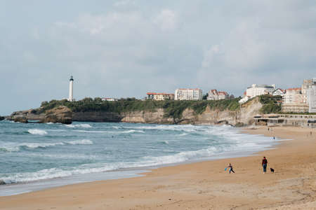 Summer quay of the Atlantic Ocean of the French city of Biarritz with beaches and blue sky 新聞圖片