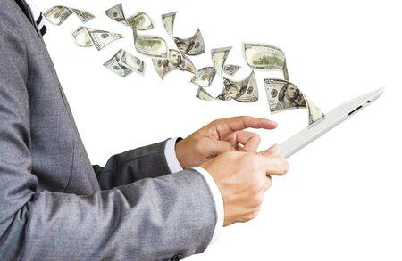 El empresario toca la tableta para pagar y obtener dinero en dólares de negocios de pago electrónico y compras en línea. E negocio y concepto de inversión en línea.