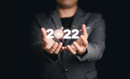 Businessman holding virtual 2022 with target board for setup business objective target for start new year. 스톡 콘텐츠 - 166426572