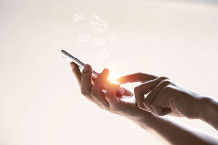 Hands and virtual letter icon with mobile phone for send email , technology concept. 스톡 콘텐츠 - 166758155