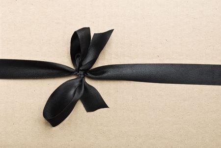 black satin: Cinta de raso Negro sobre fondo de cart�n