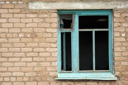 ventana rota: Broken ventana  Foto de archivo