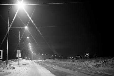 licht straat in voorstedelijk gebied 's nachts
