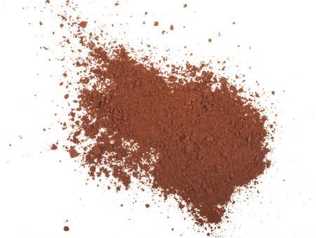 cacao en polvo aislado en un fondo blanco