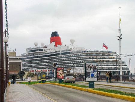 Cruise liner at the pier Standard-Bild - 119170749