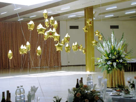 Banquet room, flowers