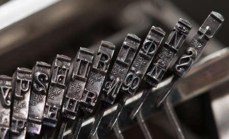 maquina de escribir: Fragmento de máquina de escribir manual antiguo, disparó de cerca Foto de archivo