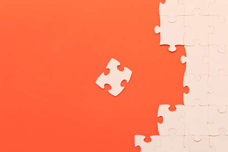 White jigsaw puzzles on red background. The concept of development of thinking Imagens