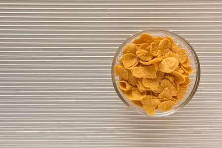 Cornflakes in a plate on a silver background. The view from the top. Stockfoto