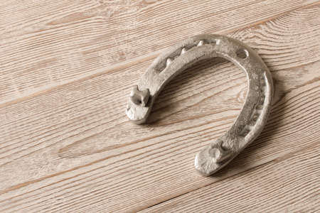 Silver horseshoe on a wooden table. An old horseshoe Stockfoto