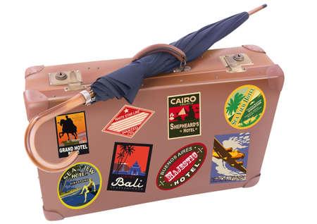 maletas de viaje: Una maleta viajera del mundo y el paraguas aislados sobre un fondo blanco