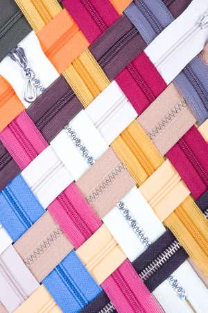 다양한 색상의 연동 지퍼 패턴