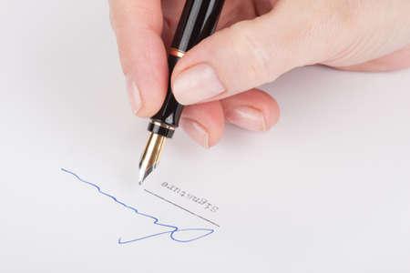 testament schreiben: Eine weibliche Handzeichen des alten F�llfederhalter