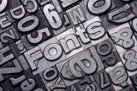 리드 유형 문자는 단어 글꼴을 형성합니다.