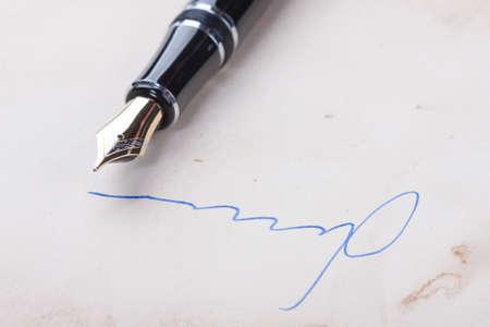 testament schreiben: Unterschrift auf altem Papier mit alten F�llfederhalter