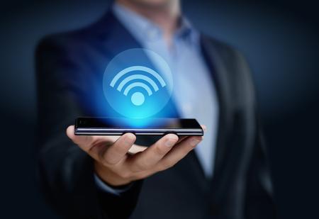 Wi Fi 무선 개념입니다. 무료 WiFi 네트워크 신호 기술 인터넷 개념입니다.