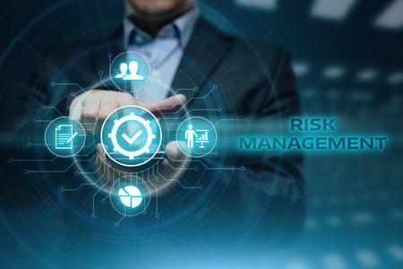 Concepto de la estrategia del negocio de la inversión de las finanzas del plan de la estrategia de gestión del riesgo.