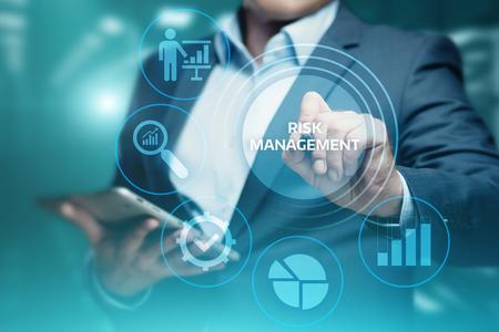 Concetto di tecnologia di affari di Internet di investimento di finanza di piano di strategia di gestione dei rischi. Archivio Fotografico